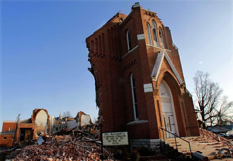 Разрушенная торнадо церковь, штат Иллинойс, 29 февраля 2012