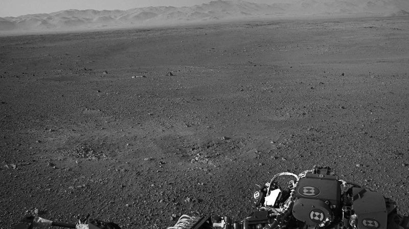 Один из первых снимков Марса сделанных камерами марсохода Curiosity
