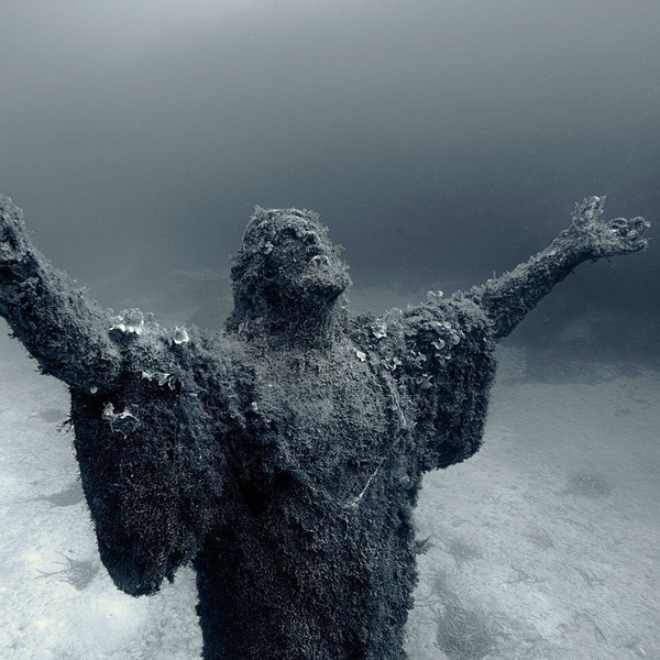 Христос из бездны, воды Итальянской Ривьеры