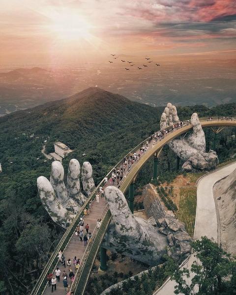 Удивительный пешеходный мост. Вьетнам