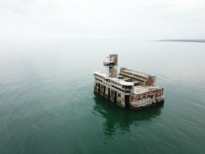 Цех номер 8 по испытанию торпед. Стоит в 3 километрах от берега. Каспийск, Дагестан.