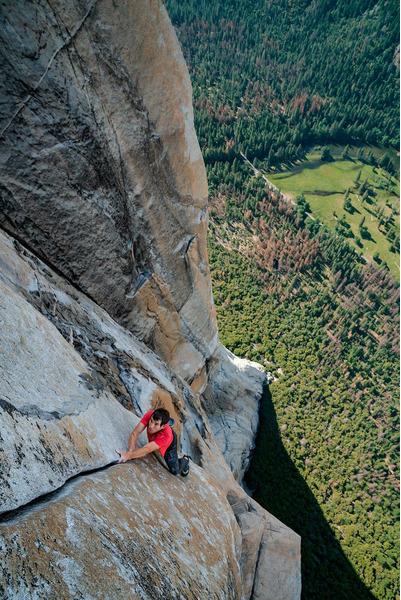 Йосемитская долина — всемирно известная живописная долина ледникового происхождения в горах Сьерра-Невада (Калифорния, США). Центральное место Йосемитского национального парка, привлекающее туристов со всего мира.