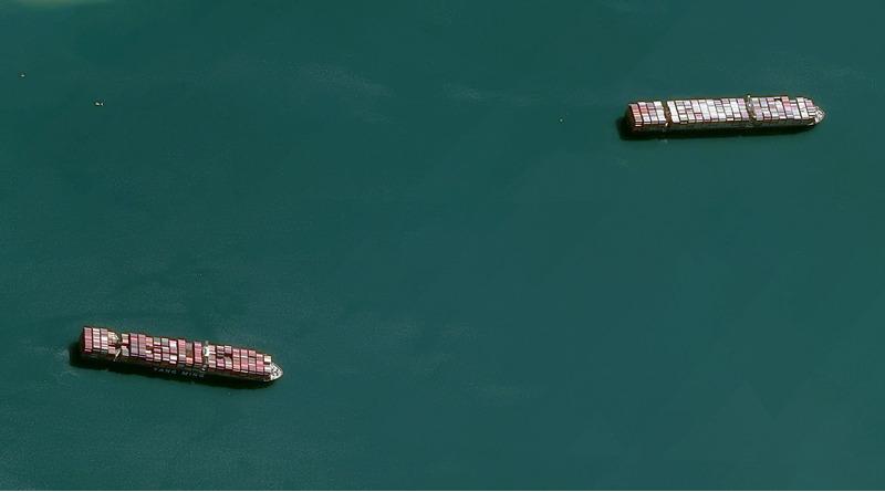 Пробка перед входом в Суэцкий канал