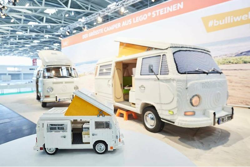 Фургон Volkswagen T2 собранный из LEGO