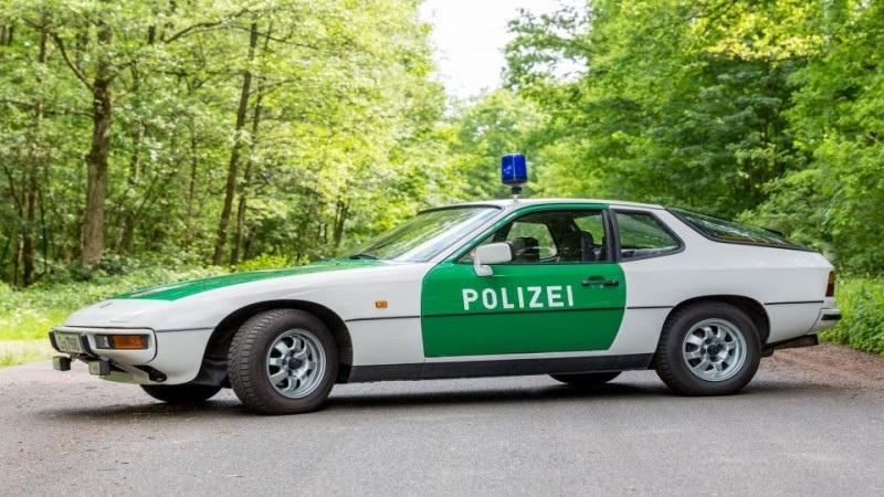 Патрульный автомобиль Porsche 924