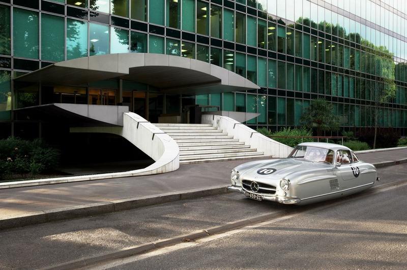 ретро автомобили передвигающиеся по воздуху