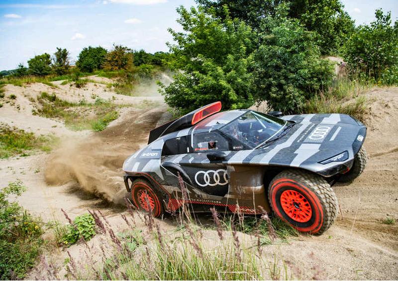Гибрид Audi RS Q e-tron для Дакара