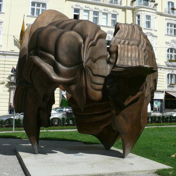 Скульптурная композиция Кальдера