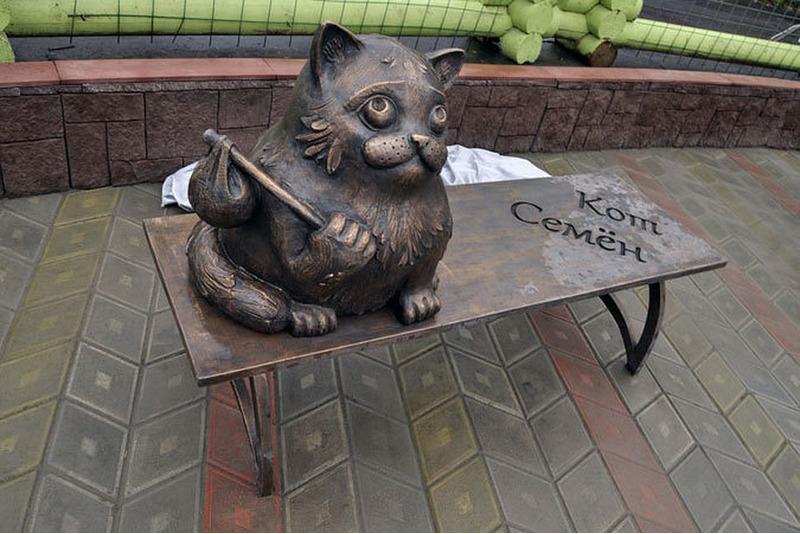Памятник коту Семёну в Мурманске