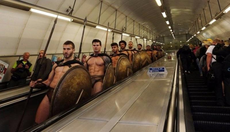 300 спартанцев в Лондонском метро