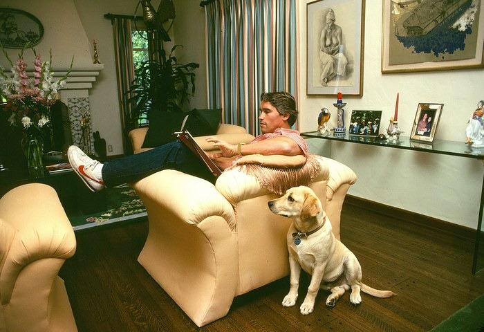 Арнольд Шварценеггер у себя дома, 1982 год.