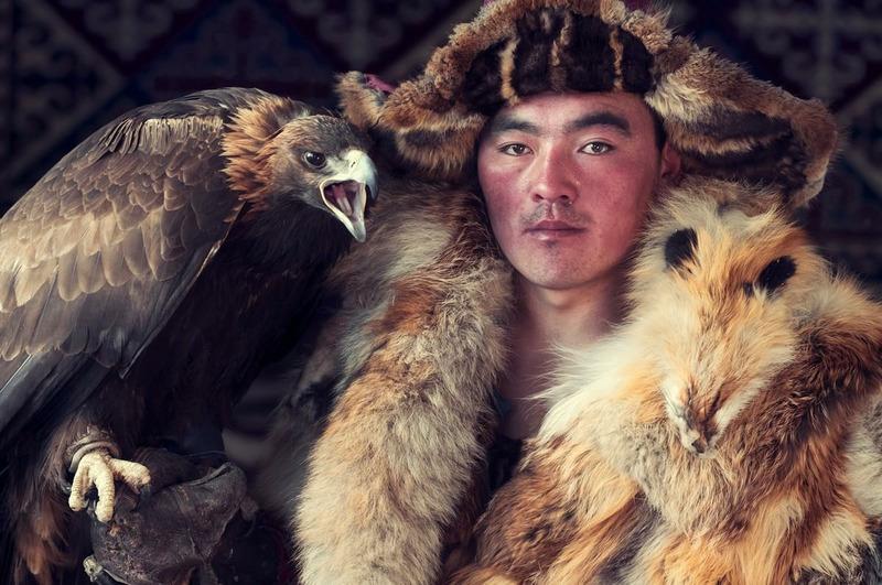 Охотник из казахского племени в Монголии