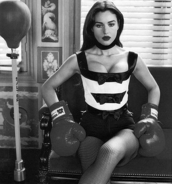 Моника Беллуччи для рекламы итальянского бренда Blumarine в 1993 году