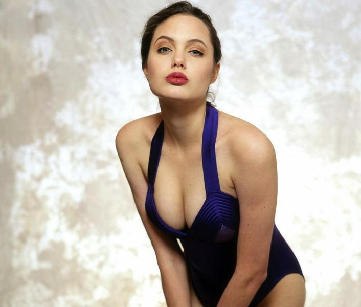 фото юной Анджелины Джоли