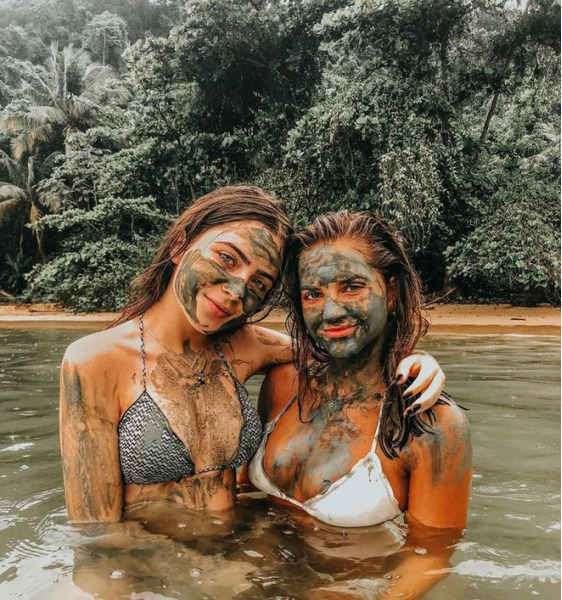 Девушки в грязи