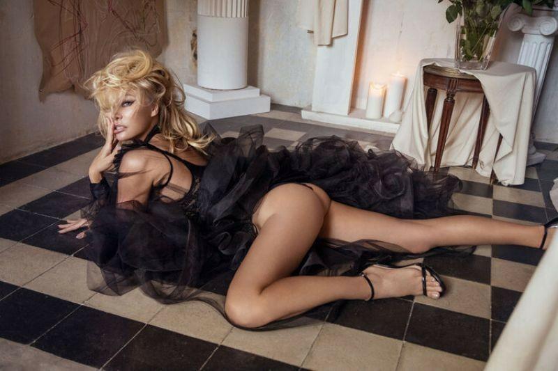 Памела Андерсон в фотосессии для журнала Vanity Fair Italia