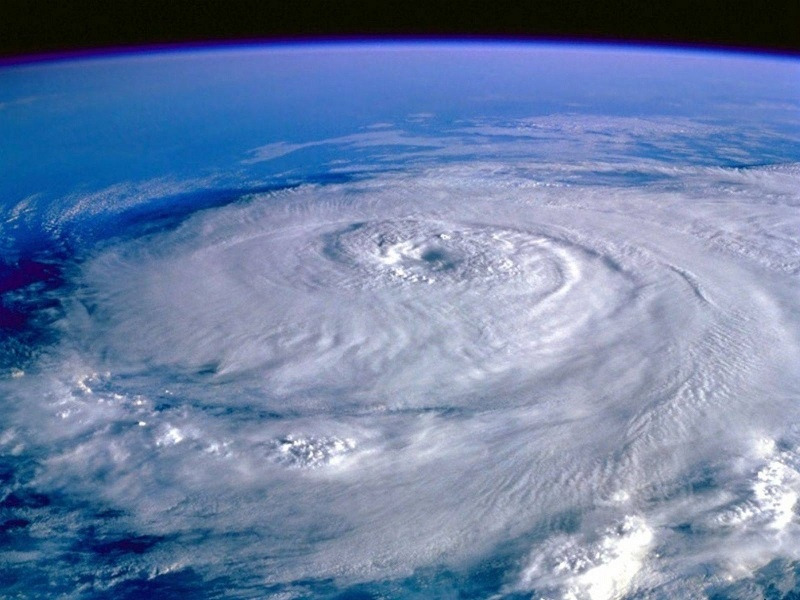 Почему в Тихом океане часто возникают ураганы и тайфуны