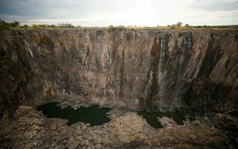 Водопад Виктория практически полностью обмелел