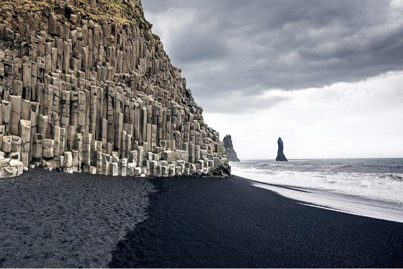 Рейнисфьяра черный пляж в Исландии
