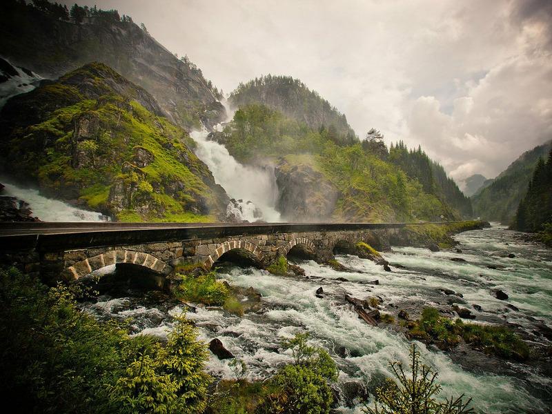 Водопад Лангфоссен в Норвегии