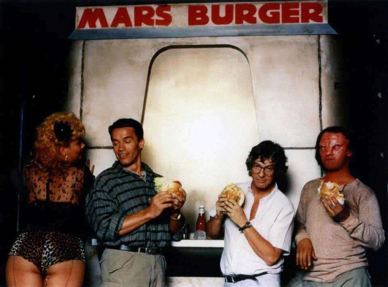 Перекус на съемках фильма Вспомнить все, 1989 год.