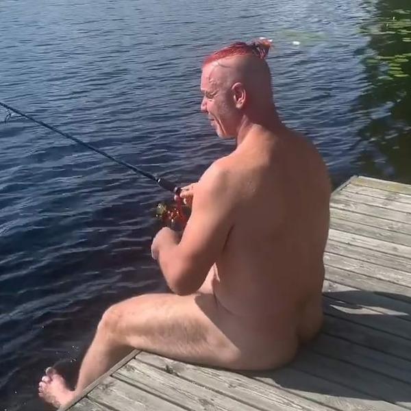 Лидер группы Rammstein Тилль Линдеманн на рыбалке