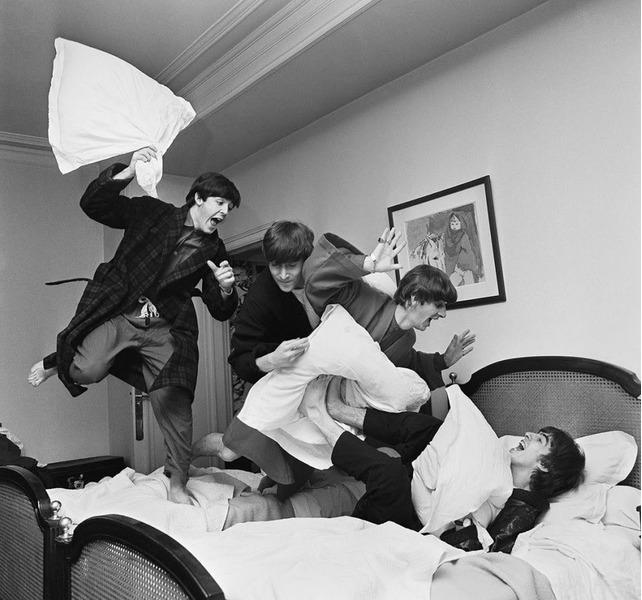 Beatles бой подушками