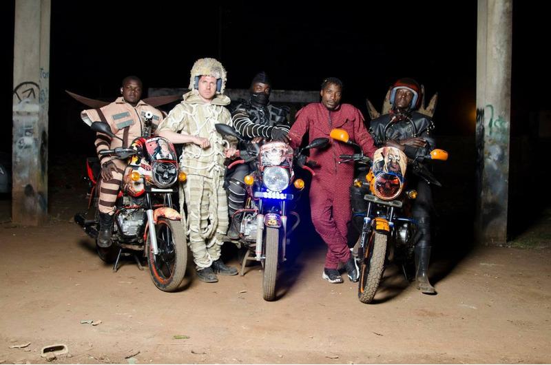костюмы водителей такси Найроби