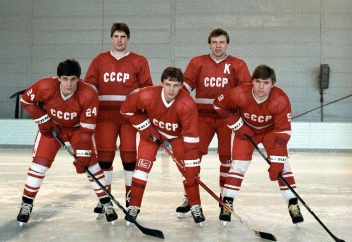 Первая пятёрка сборной СССР по хоккею, СССР, 1985 год.