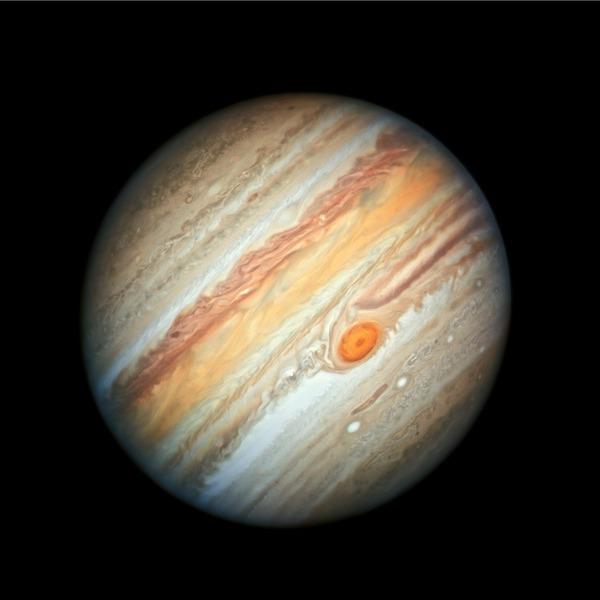 Новое фото Юпитера от орбитальной обсерватории Хаббл