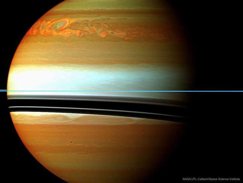 Мощный ураган на Сатурне