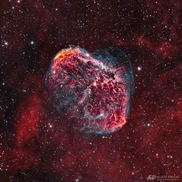 Эмиссионная туманность Полумесяц (NGC 6888)