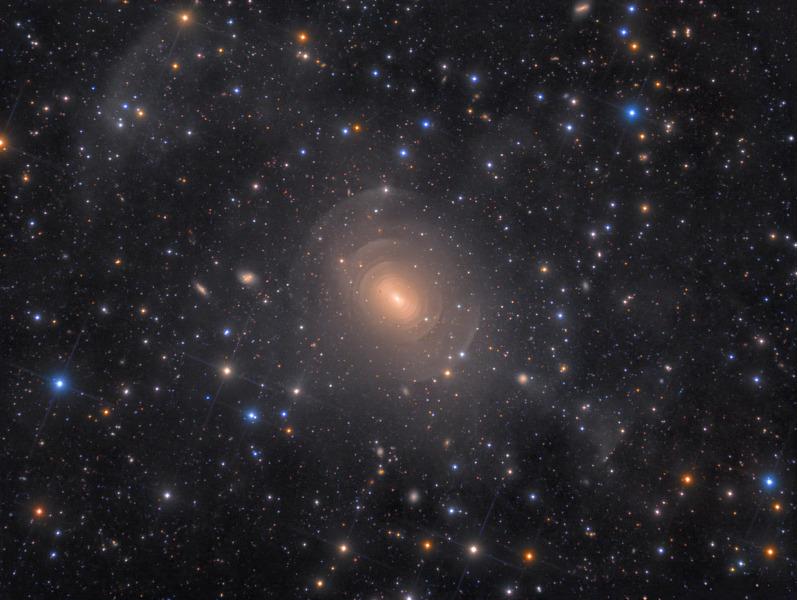 Эллиптическая галактика NGC 3923 в созвездии Гидра