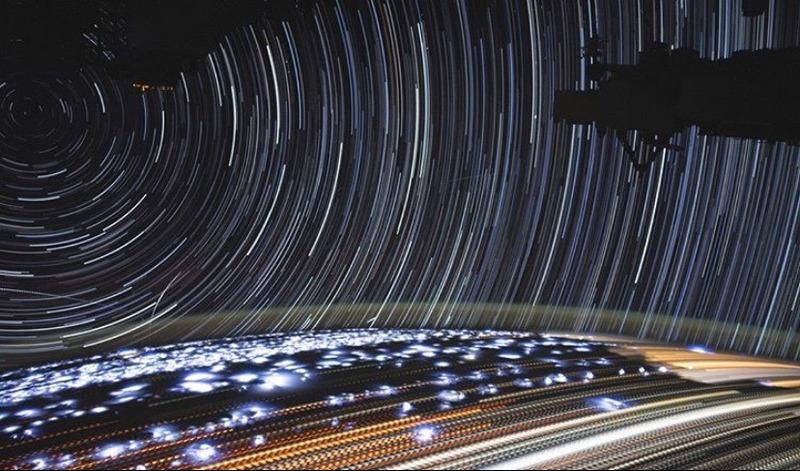 Это изображение составлено из более 400 снимков, сделанных с МКС, когда станция пролетала над Намибией в сторону Красного моря 5 июля 2019 года.