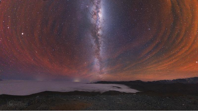 Млечный Путь и южное свечение атмосферы над Чили