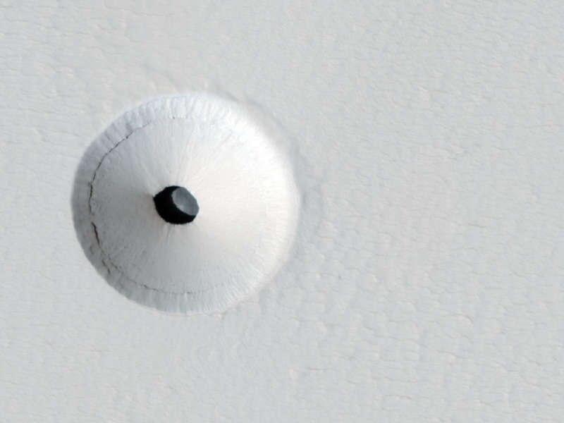 Дыра на поверхности Марса