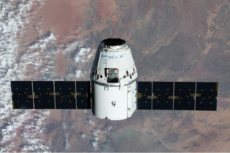 Прибытие грузового корабля Dragon на МКС