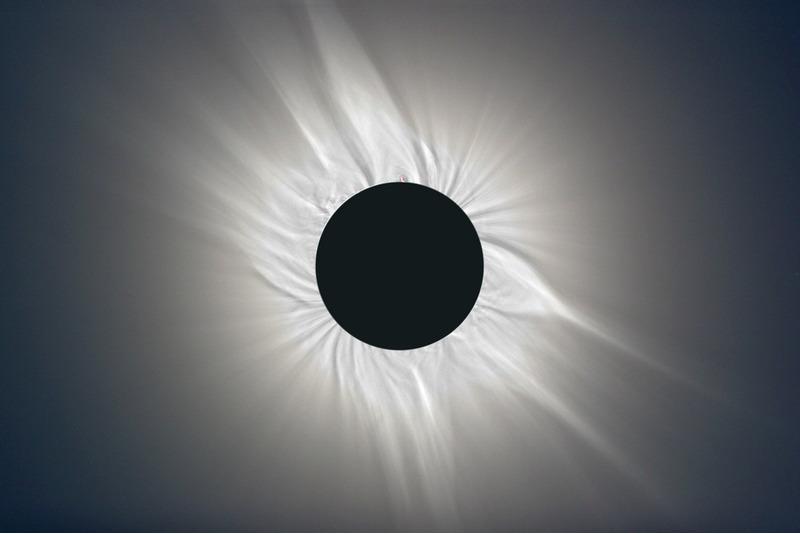 Фотография полного солнечного затмения