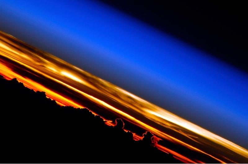 Слои атмосферы Земли на закате