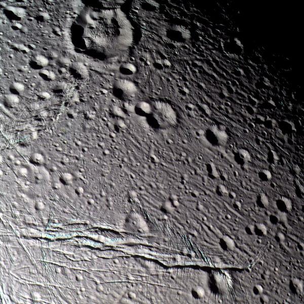 Поверхность спутника Энцелада