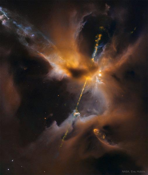 Два джета выбрасываются из новорожденной звезды