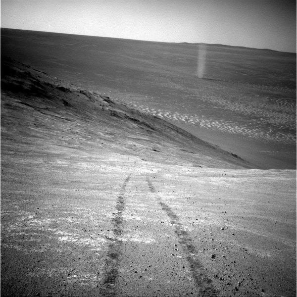 Пылевой вихрь снятый марсоходом Оппортьюнити на Марсе