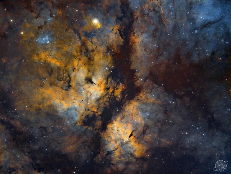 Эмиссионная туманность Гамма Лебедя (IC 1318)