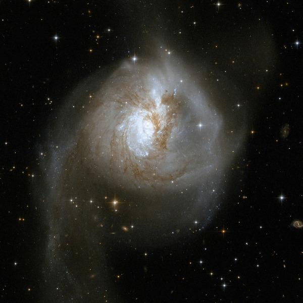 Галактика NGC 3256