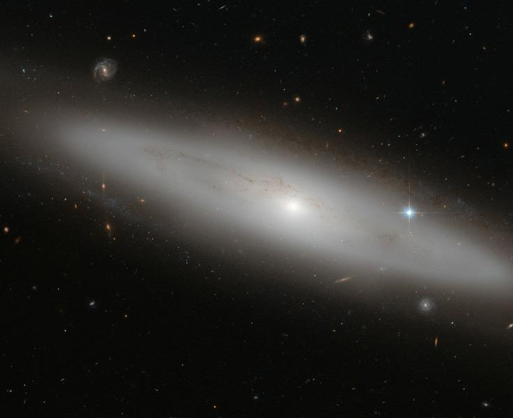 Линзообразная галактика NGC 4866 в созвездии Дева.