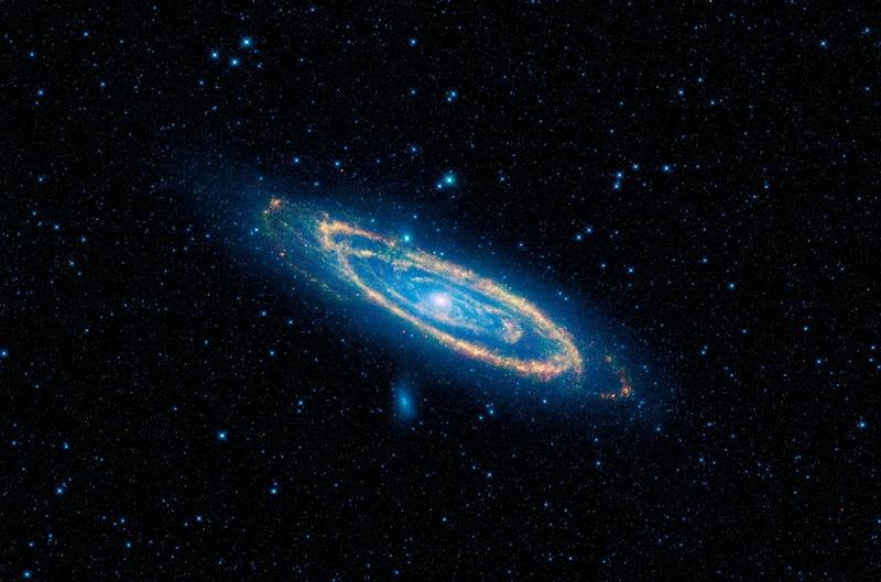 Инфракрасное излучение спиральной галактики Андромеды (M31)