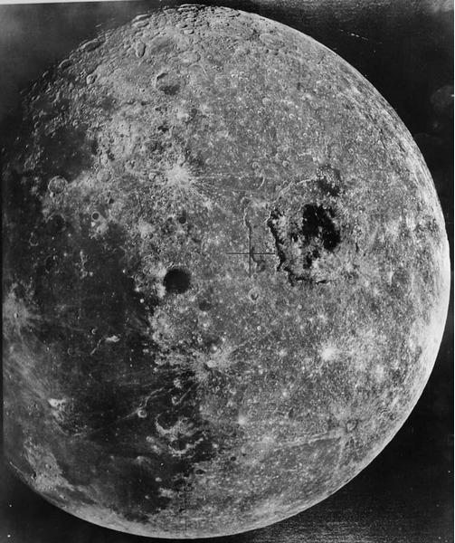 Обратная сторона Луны, снимок советского аппарата Зонд-8, 24.10.1970 года.