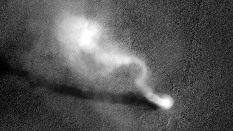 Пылевой вихрь на Марсе