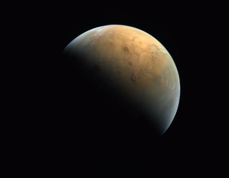 Первый Марсианский зонд ОАЭ прислал фотографию Марса