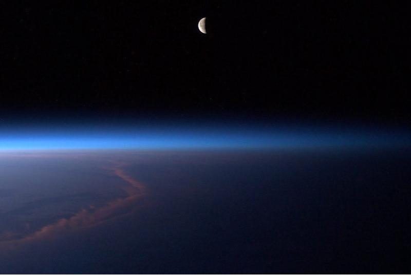 Луна из иллюминатора МКС